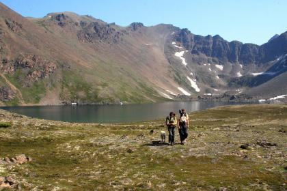 Hikers bij Rabbit Lake, Alaska
